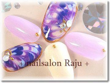 紫色の変形ピーコックネイル